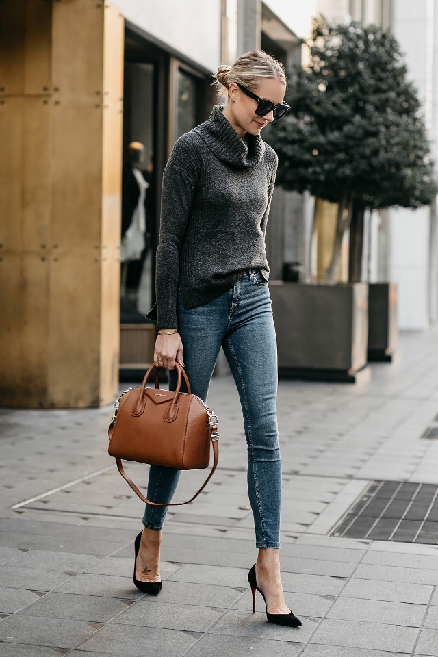 9-things-to-keep-in-your-bag-at-work