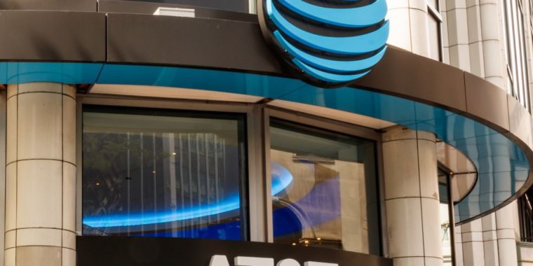 AT&T loses another 1.3 million TV customers as DirecTV freefall continues