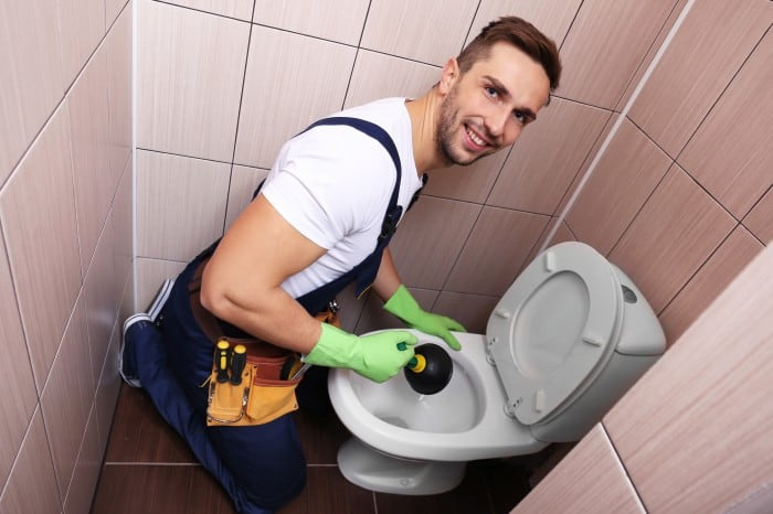 how-to-unclog-toilet-with-plunger
